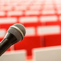 microphone-2775447_1920Pixabay_jarmoluk.jpg